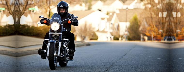 ¿Cuándo tiene que pasar la ITV una moto por primera vez?